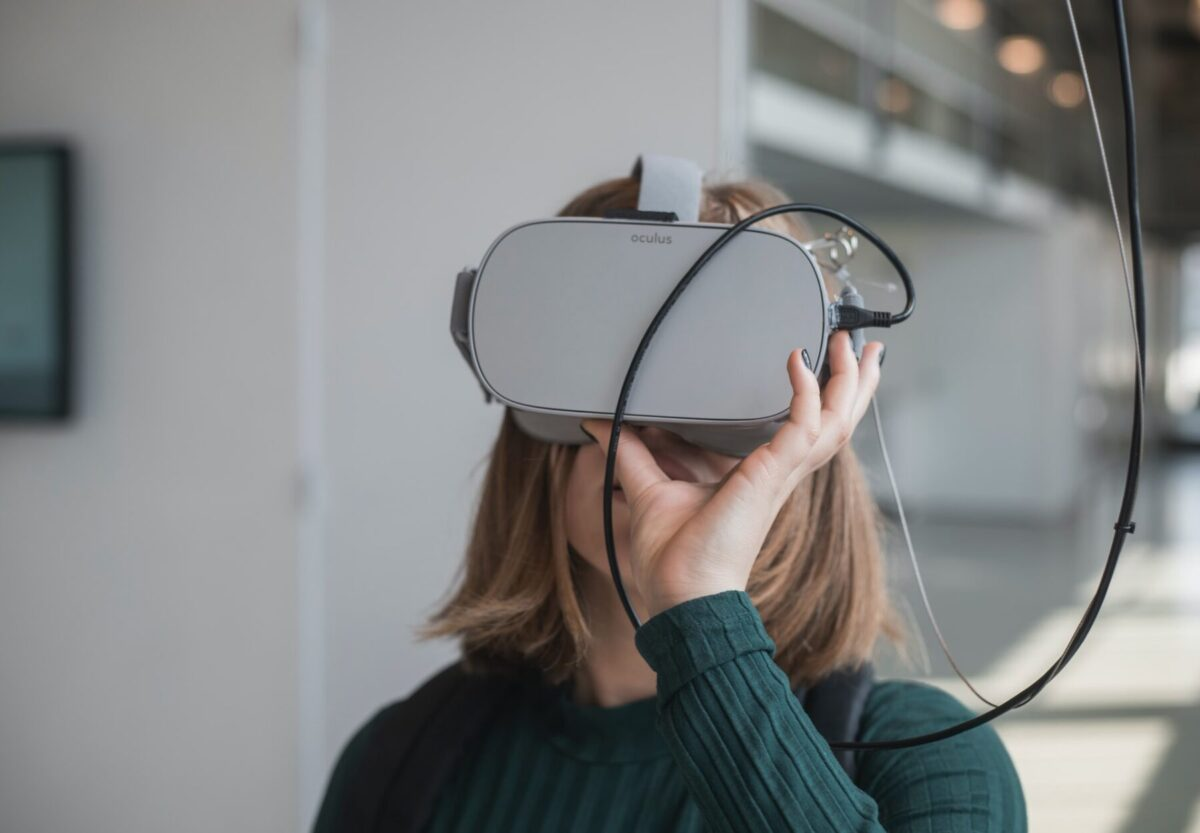 Augmented Reality (AR) vs Virtual Reality (VR) – What's the Difference?